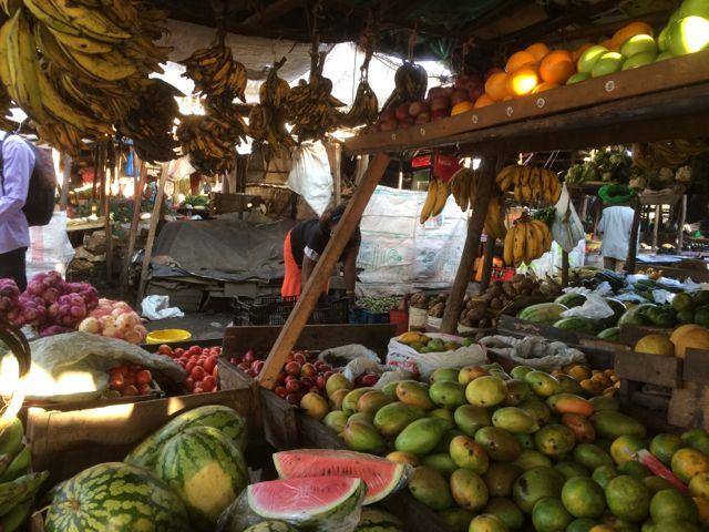 Men här kan man inte gå förbi utan att handla en god papaya eller mango!