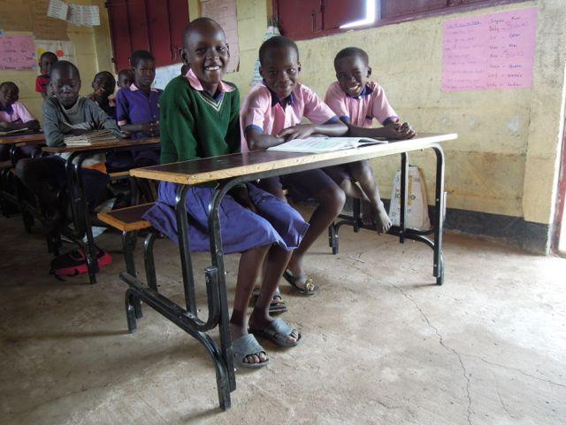 Nu startar vi tillverkning av 100 nya bänkar - som vi hoppas kunna sälja till skolor i området. Sponsorer är välkomna!
