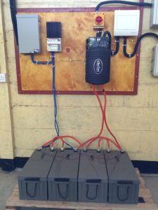 Kontrollpanelen, batterier, inverter etc för solkraftverket.