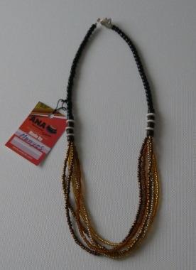 Halsband tillverkat av ANA kvinnorna